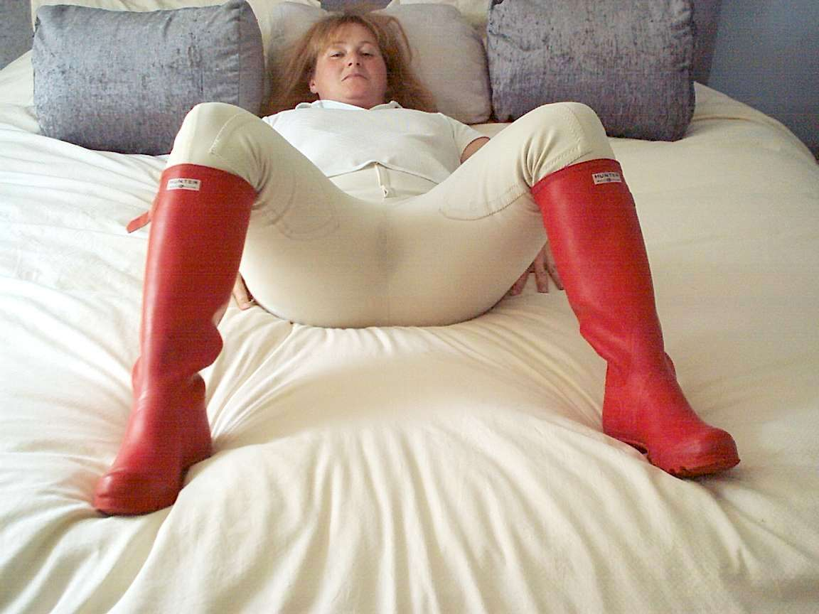 Sexy Girl Masturbating With Rubber Boots